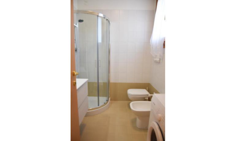 residence MILANO DUNE: C6 - bagno con box doccia (esempio)